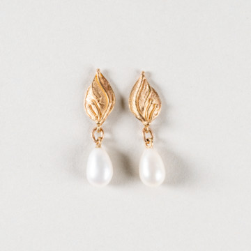 Image for Leaf Shape and Pearl Stud Earrings